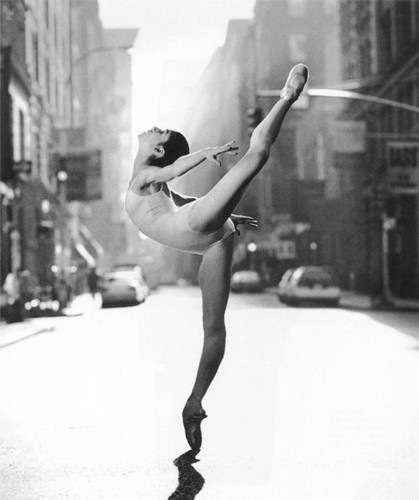 ballerina-black-and-white-dance-nice-Favim.com-602369